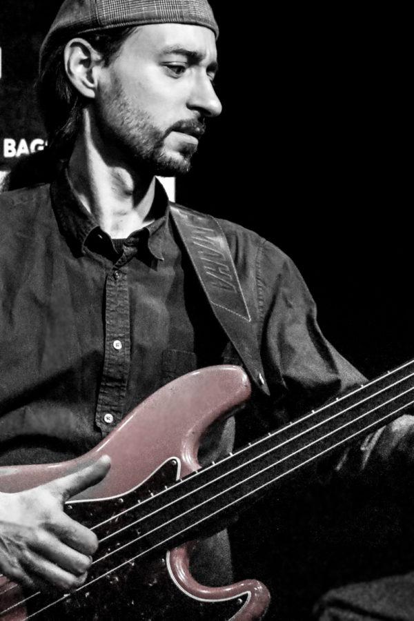 alex bass show-5